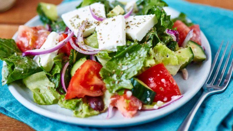 Yüngül və Doyurucu Yunan Salatı